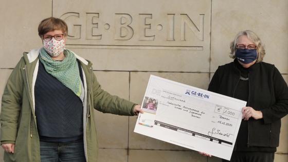 Ambulanter-Palliativdienst-fuer-kinder-und-Jugendliche-in-Bremen-Spende-Scheckuebergabe-GE-BE-IN